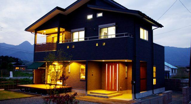 富士に見守られ、家族の絆を深める家