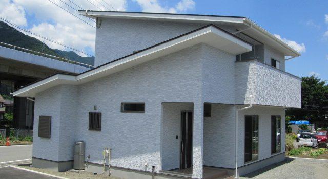 富士山に見守られた家